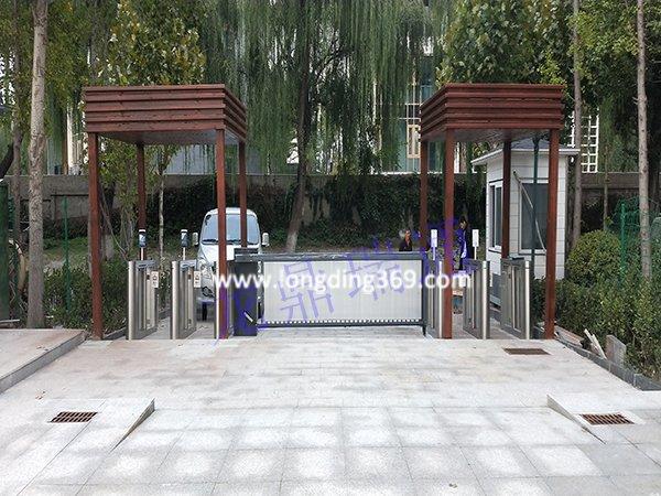 北京公园景区出入口安装测温人脸识别速通闸机